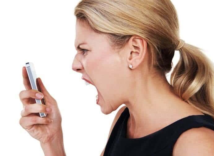 脈あり女性が男に出すサイン④「一緒になって怒ってくれる」