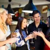 合コンのトークで女性の好意を掴む心理テク5選 「女性主体」が会話の鉄則!