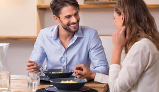 彼女を家に呼ぶ前の下準備・スマートな誘い方を解説!彼女を喜ばせるお家デートとは?